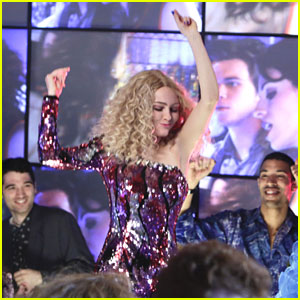 AnnaSophia Robb Dances The Night Away on 'Carrie Diaries'