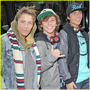 Emblem3: Kisses From Fans!