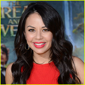 Janel Parrish Talks 'Great Cliffhanger' in 'Pretty Little Liars' Finale!