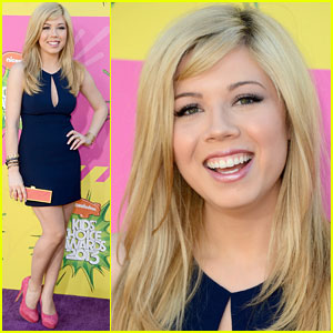 Jennette McCurdy - Kids Choice Awards 2013 Red Carpet