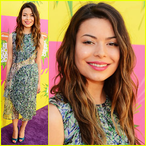 Miranda Cosgrove - Kids' Choice Awards 2013 Red Carpet