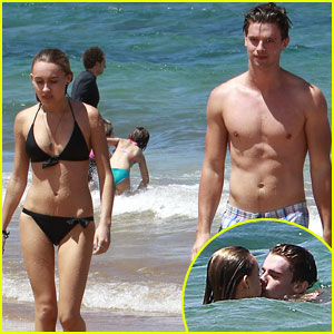 Patrick Schwarzenegger & Taylor Burns: Kissing Beach Couple!