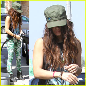 Vanessa Hudgens: Green Leaf Pants!