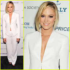 Maika Monroe: 'At Any Price' Premiere in NYC