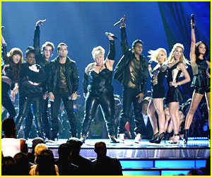'Pitch Perfect' Cast -- MTV Movie Awards Performance!