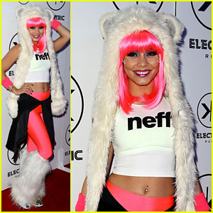 Vanessa Hudgens: Electric Run in Neon Pink Hair!