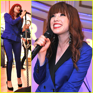 Carly Rae Jepsen: amfAR Inspiration Gala Performance Pics!