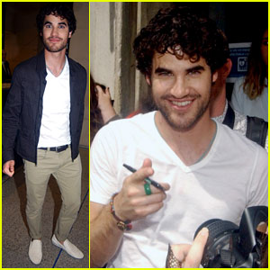 Darren Criss: Fan Friendly in Paris!