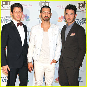 Jonas Brothers: Miss Connecticut Wins Miss USA!