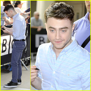 Daniel Radcliffe Is A Twitter Spy