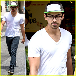 Joe Jonas Buys Groceries on the Fourth of July