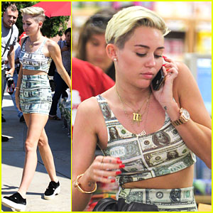 Miley Cyrus: Trader Joe's Stop With Mom Tish
