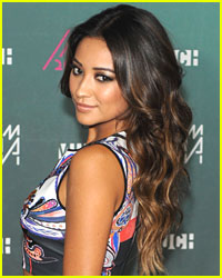 Shay Mitchell: BTS Photo Shoot Pic!
