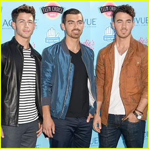 Jonas Brothers - Teen Choice Awards 2013 Red Carpet