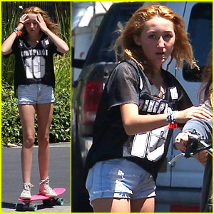 Noah Cyrus: Post-One Direction Concert Skateboarder!