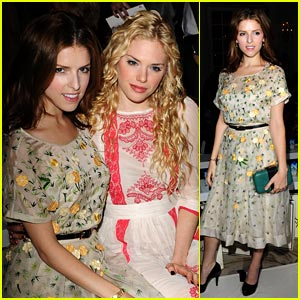Anna Kendrick & Mackenzie Mauzy: Front Row for Temperley London!