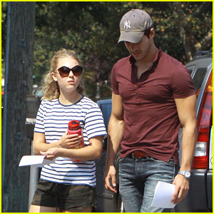 AnnaSophia Robb & Chris Wood Run Lines on 'Carrie Diaries' Set