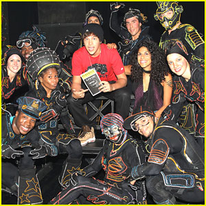 Austin Mahone Visits iLuminate on Broadway