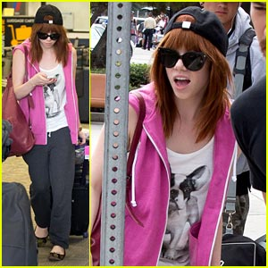 Carly Rae Jepsen: Burbank Airport Arrival!