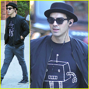 Joe Jonas: Robot Tee in NYC