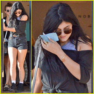 Kylie Jenner: I Laugh at the Paparazzi