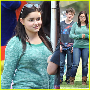 Ariel Winter Films 'Modern Family' with Nolan Gould