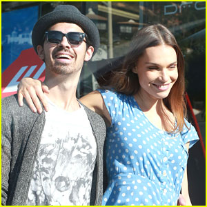 Joe Jonas & Blanda Eggenschwiler: Sunday Shoppers