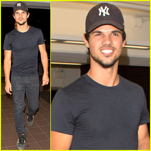 Taylor Lautner: Low-Key Sunday Night Dinner
