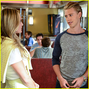 Austin Butler: Sebastian Meets an Older Woman on 'The Carrie Diaries' (Exclusive Photo!)
