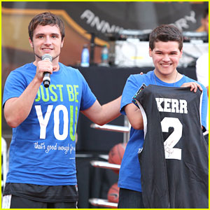 Josh Hutcherson Honors Zachary Kerr for the TeenNick Halo Awards 2013!