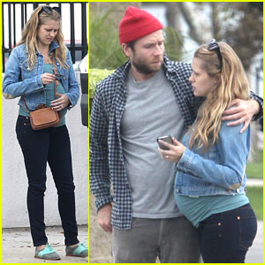 Teresa Palmer & Mark Webber: Furniture Shopping for Their New Place!