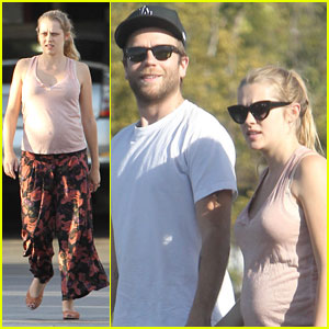 Teresa Palmer & Mark Webber: Costco Couple