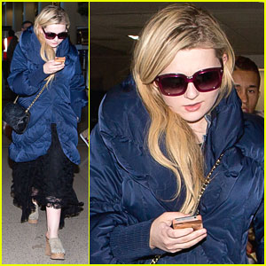 Abigail Breslin: 'Christmas In New York' Video - Watch Now!