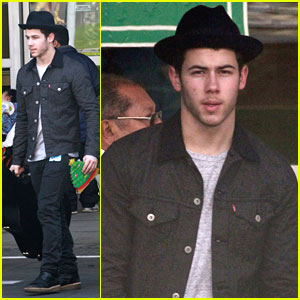 Nick Jonas: CHLA Holiday Visit