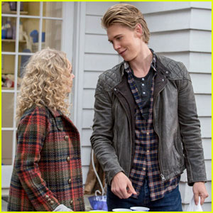 'The Carrie Diaries' Exclusive Clip: Sebastian Surprises Carrie!