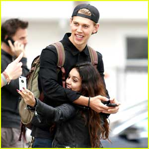 Vanessa Hudgens & Austin Butler: Silly Sweeties in Venice