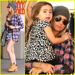 Ashley Tisdale: Shopping with Mikayla!