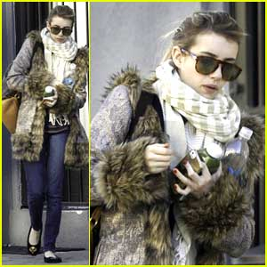 Emma Roberts: No Engagement Ring For New Orleans Walk