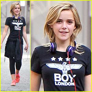 Kiernan Shipka: Runyon Canyon Hike After 'Petals In The Wind' Announcement