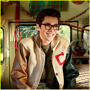 Austin Mahone on 'The Millers' - First Look Photo!