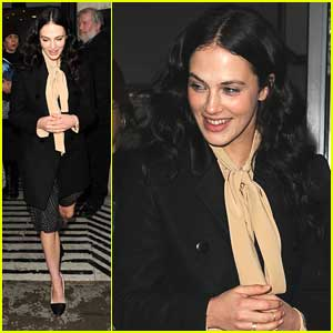 Jessica Brown-Findlay Talks 'Meet Cute' in 'Winter's Tale'