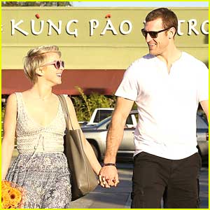 Julianne Hough Grabs Flowers From Whole Foods with Brooks Laich