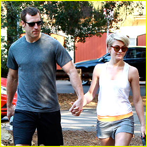 Julianne Hough & Brooks Laich: Hikers Holding Hands!