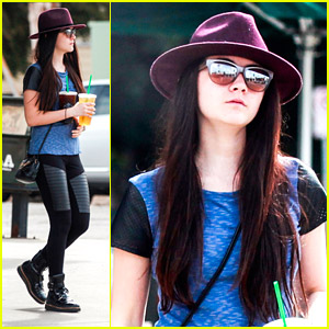 Isabelle Fuhrman: Double Starbucks Drinks To Go