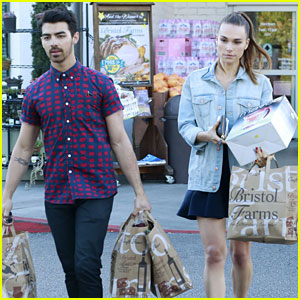Joe Jonas & Blanda Eggenschwiler Have Their Hands Full at Bristol Farm
