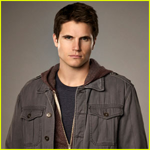 'The Tomorrow People' Interview: Robbie Amell Previews the 'Calm Before the Storm'