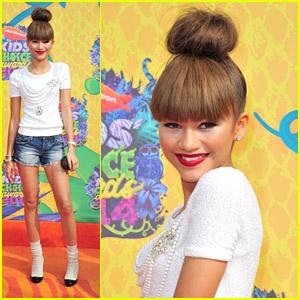 Zendaya: High Bun & Short Shorts for Kids' Choice Awards 2014