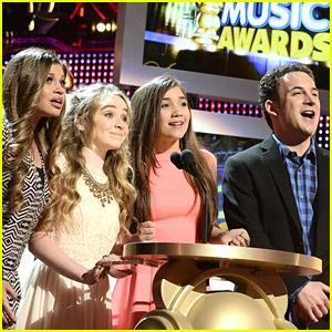Rowan Blanchard & Sabrina Carpenter: 'Girl Meets World' at RDMAs 2014!