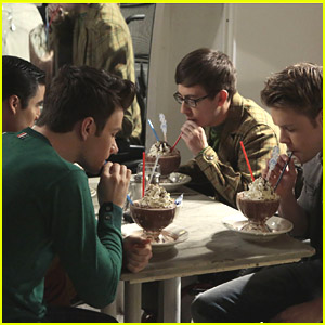 The 'Glee' Guys Have A Bro-Date in Tonight's Episode