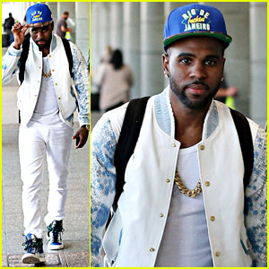 Jason Derulo Rocks All-White Ensemble in Sydney